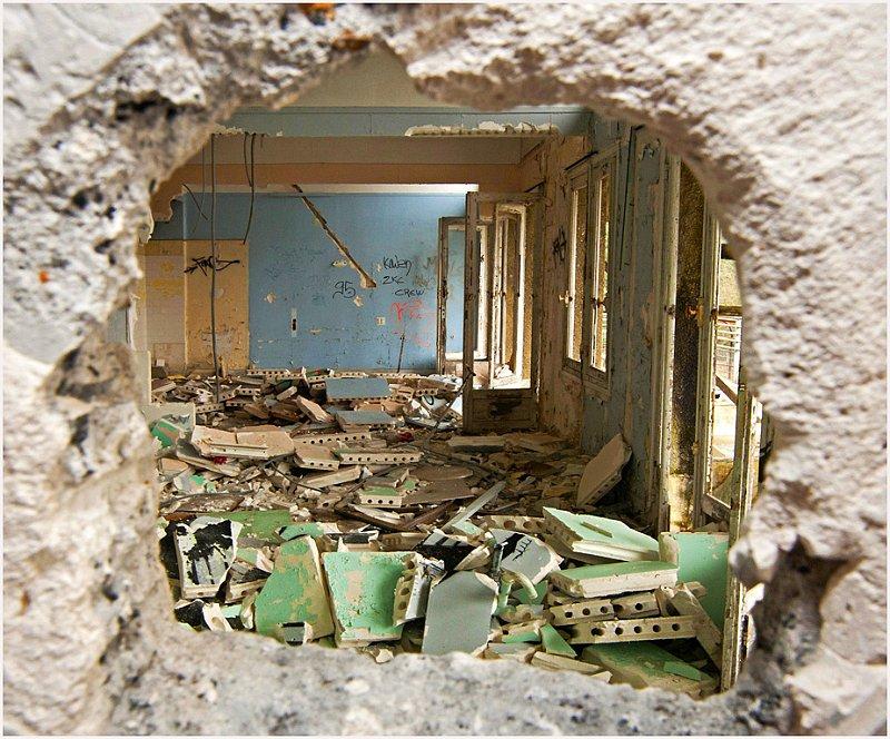 sanatorium d 39 aincourt trou dans le mur 1. Black Bedroom Furniture Sets. Home Design Ideas